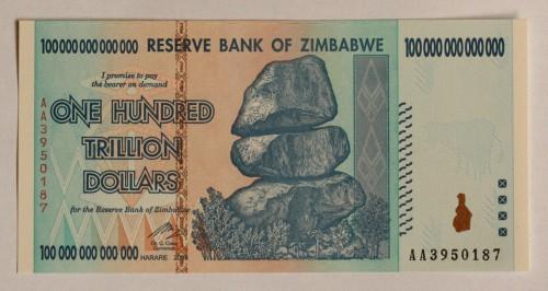Zimbabvės propaganda irgi vis skelbia apie gerėjančią šalies ekonomiką bei tai, kaip skursta aplinkinės šalys. Kaip bebūtų keista, aplinkinėse šalyse dar ir pilna tikinčių tuo, kad Zimbabvės beždžionė Mugabė yra geras kietas vadovas ir iš jo reiktų imti pavyzdį.