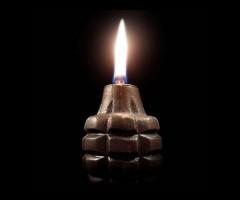 Rankinė granata - žvakė