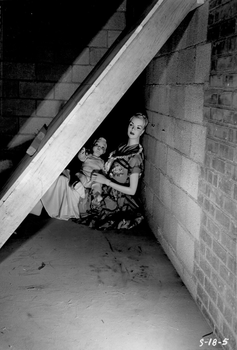 Bandomieji manekenai slėptuvėje