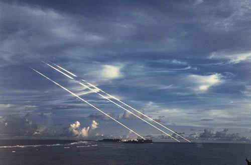 Minuteman raketos galvutės krenta į vandenyną