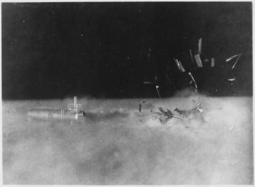 Operation Teapot/Cue, 1955, sugriautas namukas ir naftos cisterna