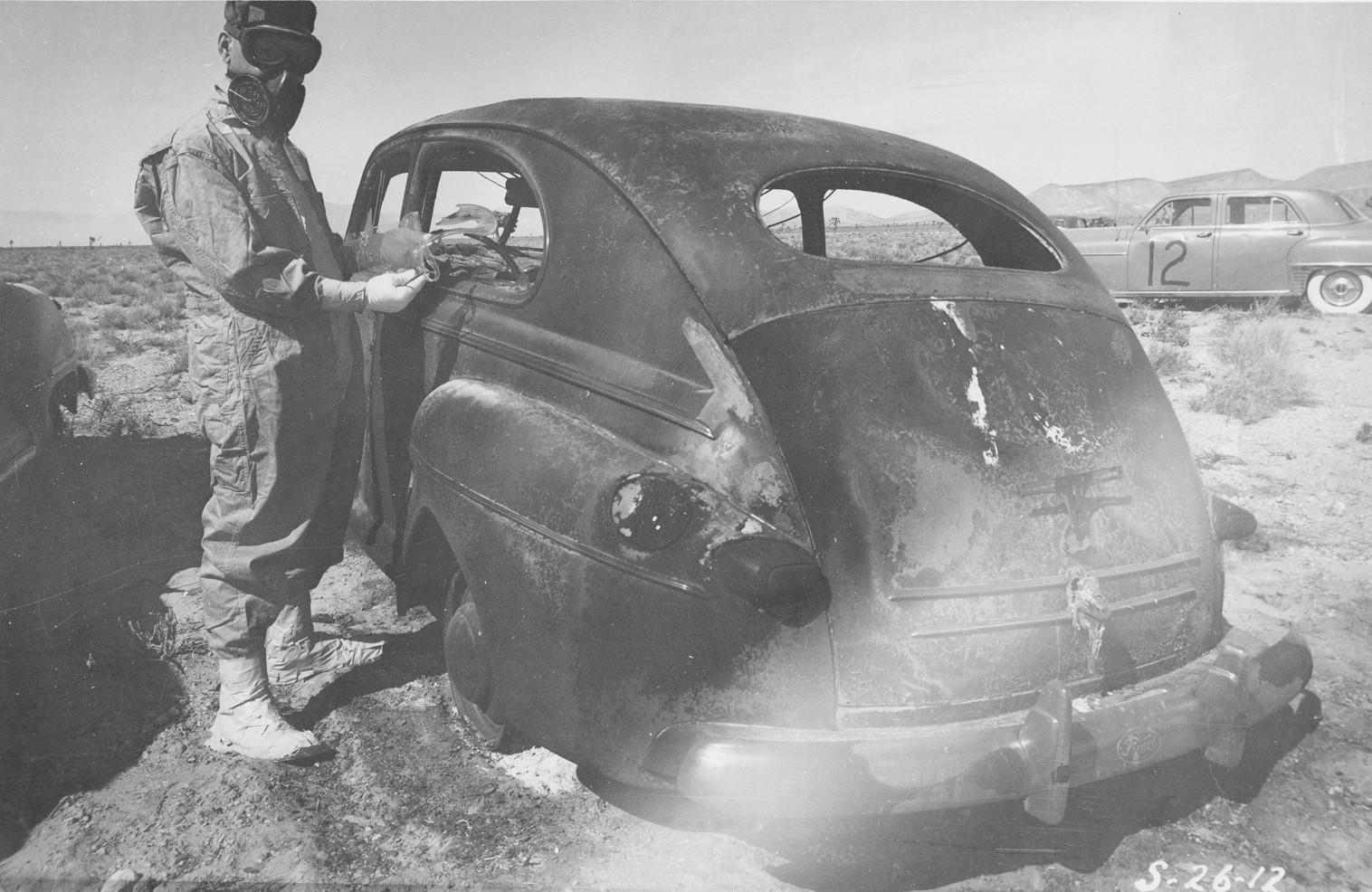Per branduolinį bandymą sudeginta mašina