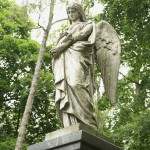 Angelas ant vieno iš Romerių antkapinių paminklų