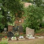 Stasiūnų pakraštyje esančios kapinės labai tvarkingos ir gražios