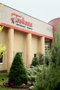 Toskana Kaišiadoryse. Restorano ir viešbučio fasadas.