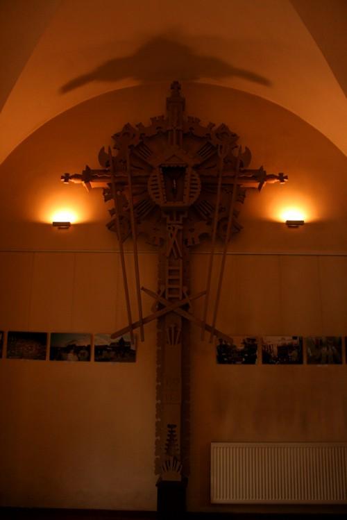 Kaišiadorių katedra, interjero detalė - kryžius