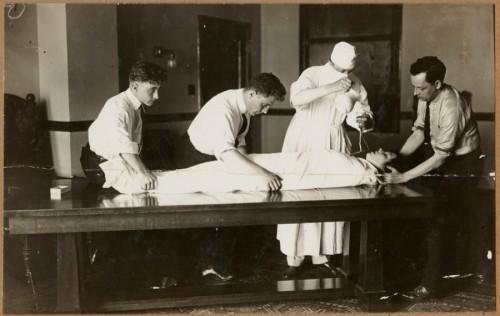 Djuna Barnes, prievartinai maitinama per vamzdelį, 1914