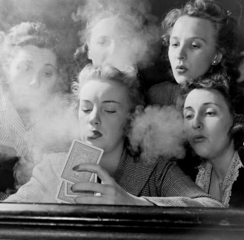 Moterys rūko