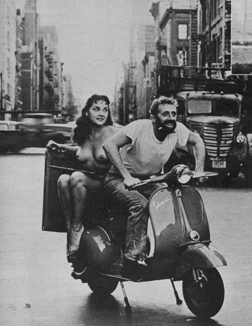 Mergina ant vespos. Nežinomas autorius, apie 1960.