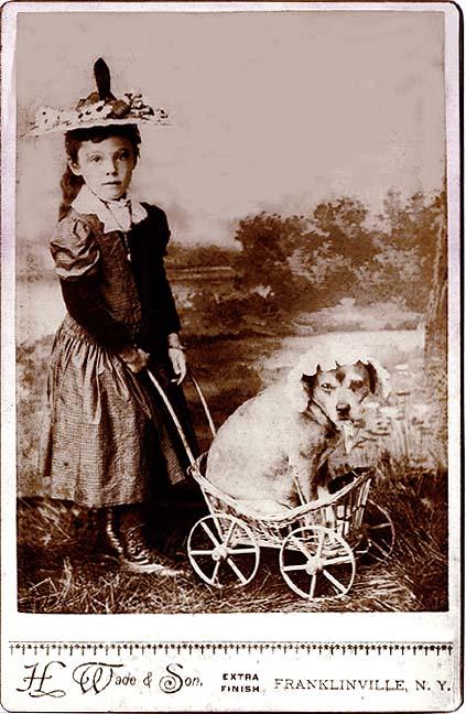 Mergaitė ir šuniukas