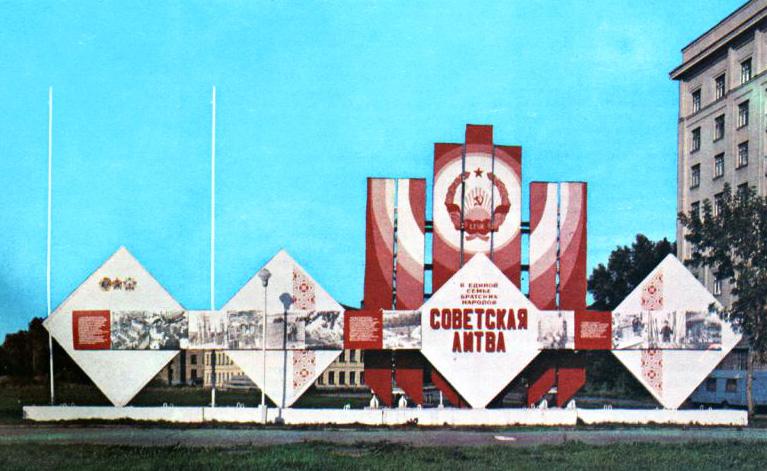 LTSR dvasingi pasiekimai, tarybinė liaudis čia viską sukūrė, brangi ir laiminga tarybų Lietuva, svarbu tik kad visur plakatų visokių būtų kuo daugiau belenkokių.