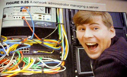 Laimingas sisteminis administratorius konfigūruoja serverio vedlio prievado virvėlaidinės jungties tvarkyklės nuostatų rodmenų programą.