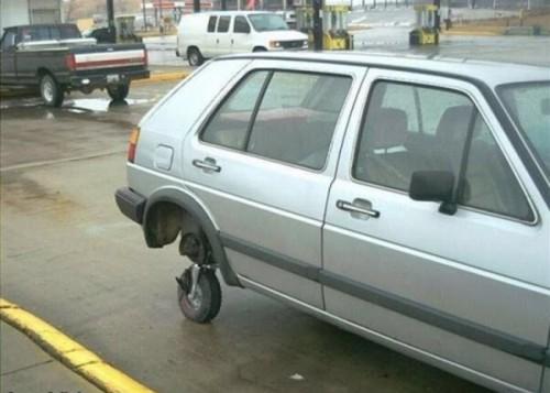 Jeigu kažkam reikia, kad mašina važiuotų, tai reikia, kad ji važiuotų. Ir pasiteisinimas, kad nėra tinkamo rato - netinka.