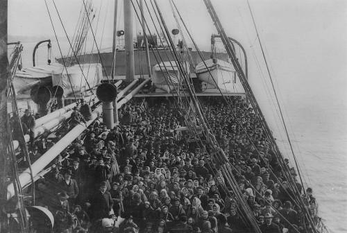 Kažkada Jungtinės Valstijos tapo šalimi, į kurią emigrantai plūdo nesveikais kiekiais. Priežastis nebuvo aukso kalnai - Europos šalys tais laikais buvo turtingesnės. Tiesiog JAV buvo laisva rinka ir kiekvienas atvykėlis turėjo perspektyvas.