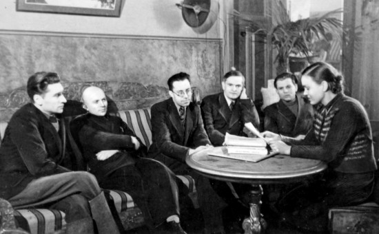 Jonas Šimkus, Juozas Baltušis, Kostas Korsakas, Antanas Venclova, Petras Cvirka, Salomėja Nėris - visas komplektėlis panašių talentų. Dar trūksta komunisto Liudo Giros, kuris Salomėjai kažkokią literatūrinę premiją organizavo 1938, dėl ko dabar istorijoje nesigaudantys durniai įsivaizduoja, kad esą dar iki okupacijos Salomėja buvo baisiai pripažinta poetė.
