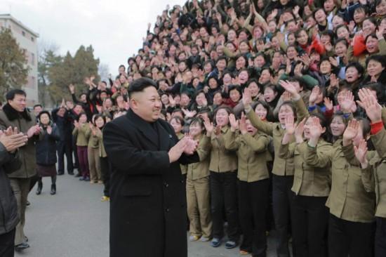 Totalitarizmo esmė - kad draudžiama viskas, kas nėra atskirai leista. Todėl visai jau totalitariniuose režimuose valdžia reguliuoja netgi tai, kaip žmonėms leidžiama rengtis ar kokias šukuosenas turėti. Taip, Šiaurės Korėjoje netgi tas reguliuojama. Ir yra minios valdininkų kurie sako, kad jei jų nebus, tai kas gi reguliuos, kas leidimus išdavinės?