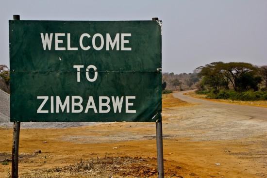 Zimbabvėje korupcija yra tokia, kad jiems netgi kokia nors Rusija atrodo kaip tobulai nekorumpuota ir sąžininga šalis. Rusijoje korupcijos tiek daug, kad jiems Lietuva atrodo kaip neįtikėtinai dora valstybė be jokių korupcijos požymių. Lietuvoje korupcijos tiek, kad kokios nors senos Vakarų šalys mums atrodo, kaip tobulybė. Bet ir tose šalyse korupcijos tiek, kad tenykščiai nebūna labai patenkinti. Aišku tik viena: koreliacija tarp skurdo ir korupcijos yra tokia aiški, kad matyt niekam aiškinti neverta. Jei norime gyventi gerai, korupcijos ir kyšių turi nelikti. Visiškai.