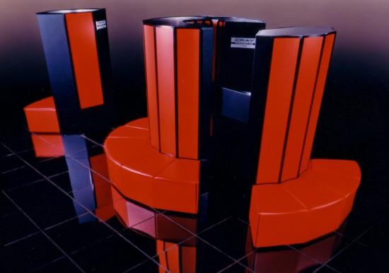 Kartais sistemų administratoriai ir tokius superkompiuterius administruoja. Tiksliau, su tokiais superkompiuteriais jie kartais žaidžia. Tiksliau, aišku, tai jau senovė, bet čia vienas iš nuostabiausių visų laikų žaislų - Cray. Kainuodavo toks daiktas maždaug panašiai, kaip kokios nors valstybės biudžetas.